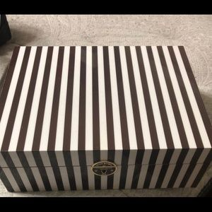 Henri bendel large centennial jewelry box